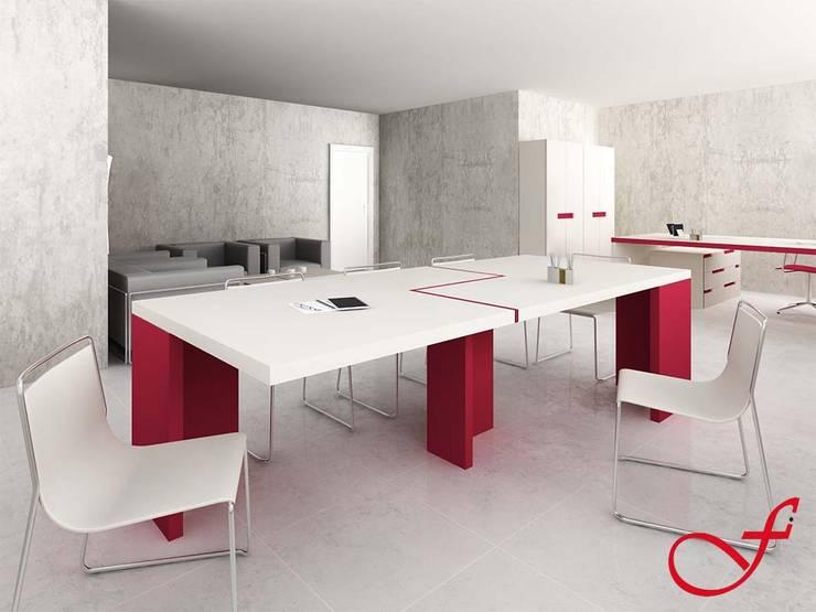 table - modern style: Complessi per uffici in stile  di Fenice Interiors