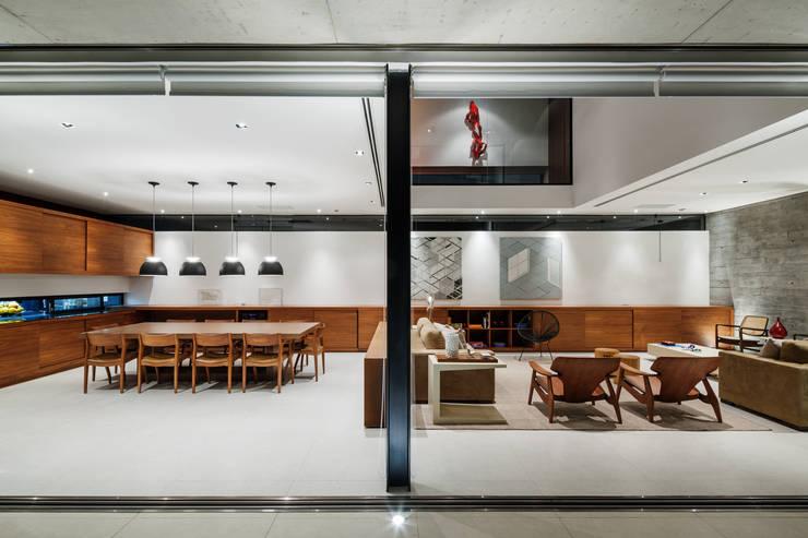 Salas de jantar modernas por FCstudio