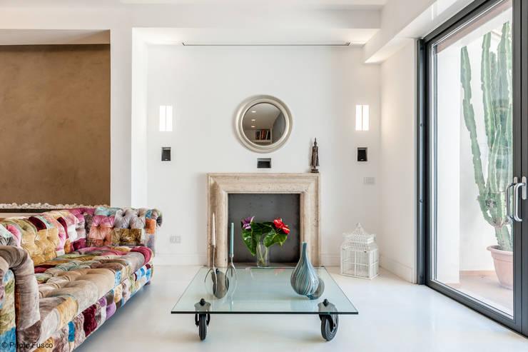 Wohnzimmer von zero6studio - Studio Associato di Architettura
