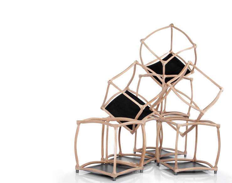 èLUNAPIENA - Infiniti: Soggiorno in stile in stile Moderno di Architetto ANTONIO ZARDONI