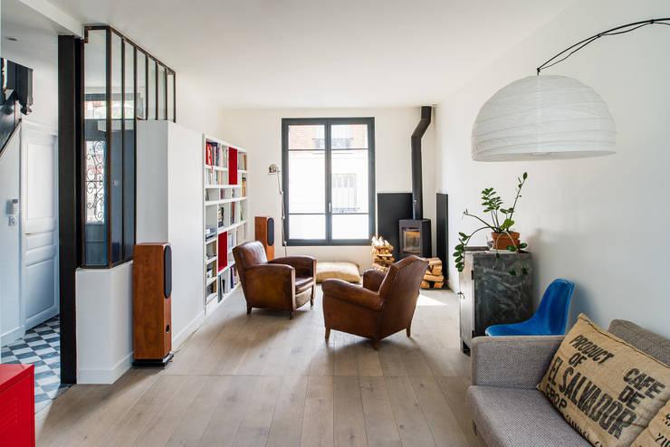 Extension d'une maison de ville au décor industriel ( Vincennes – 94):  de style  par AAA CSC