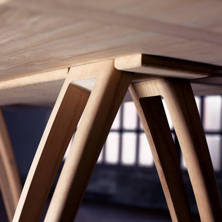 èLUNAPIENA - Alpestre: Sala da pranzo in stile  di Architetto ANTONIO ZARDONI