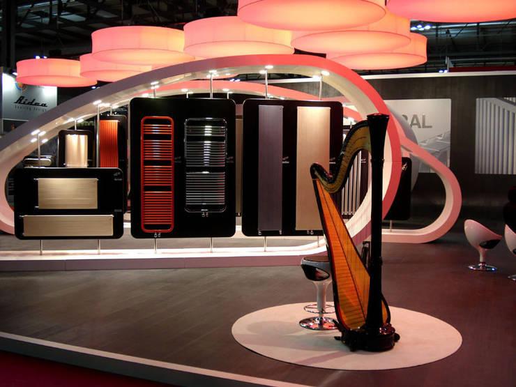 Harps: Allestimenti fieristici in stile  di Giancarlo Zema Design Group