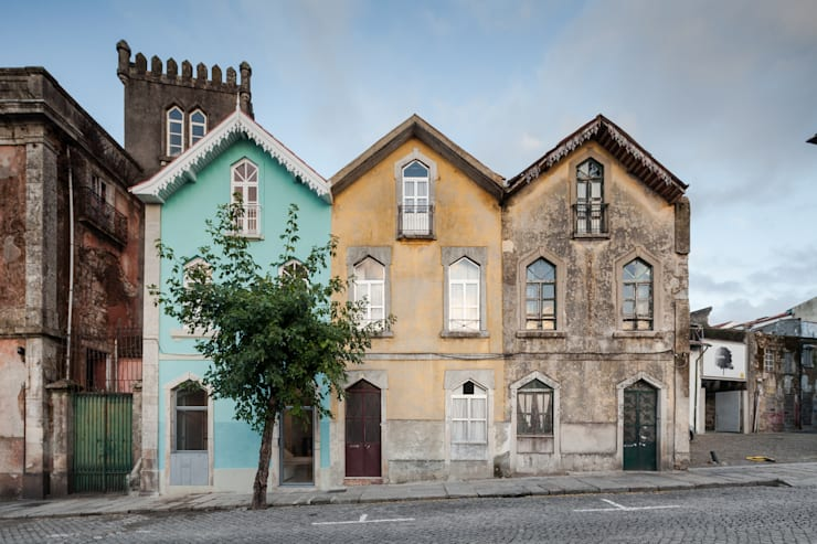 Tiago do Vale Arquitectos: eklektik tarz tarz Evler