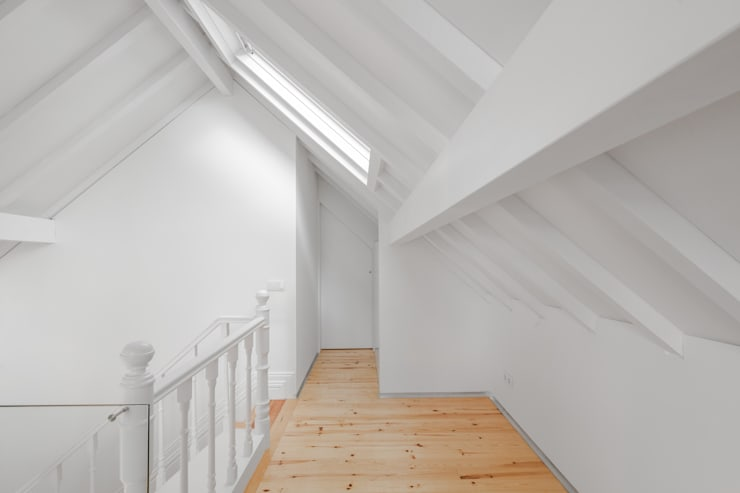 Tiago do Vale Arquitectos: eklektik tarz tarz Yatak Odası