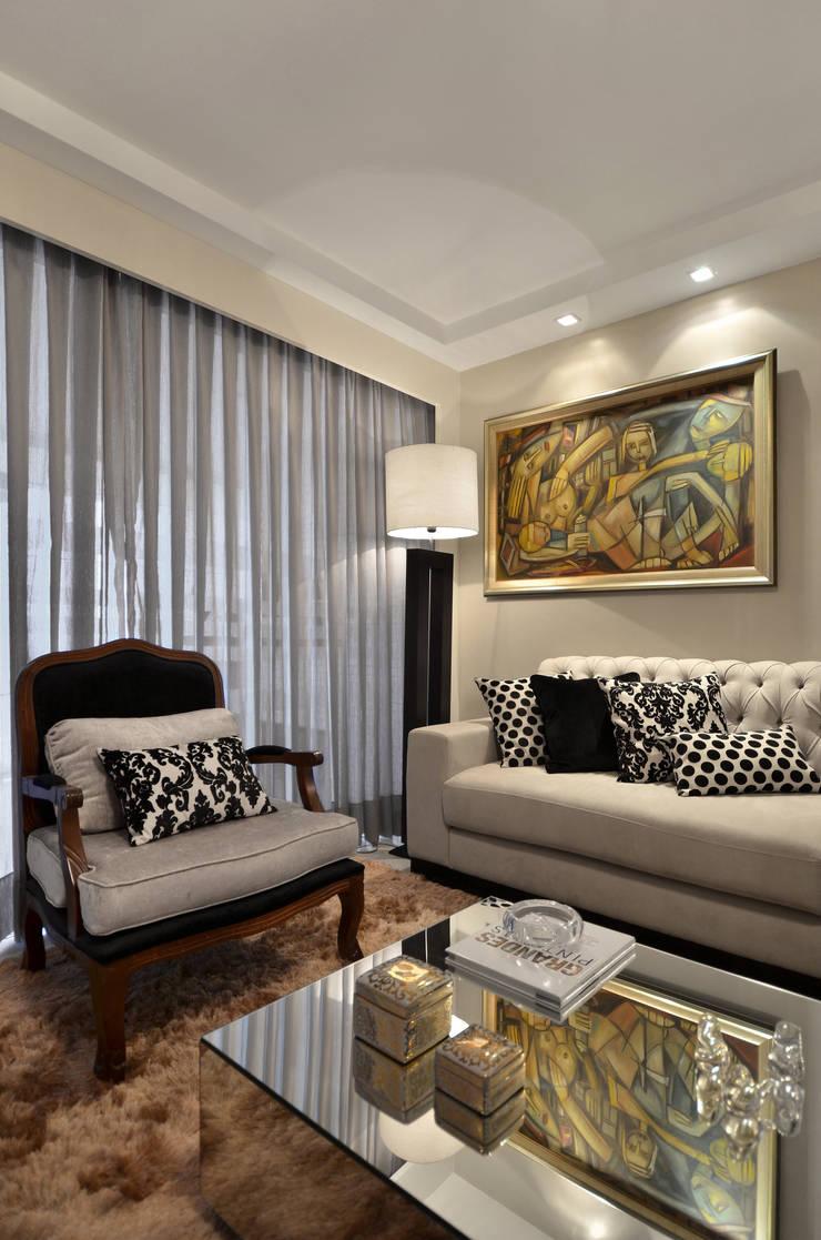 APARTAMETO - TAMARA RODRIGUEZ ARQUITETURA: Salas de estar  por Tamara Rodriguez Aquitetura,Moderno