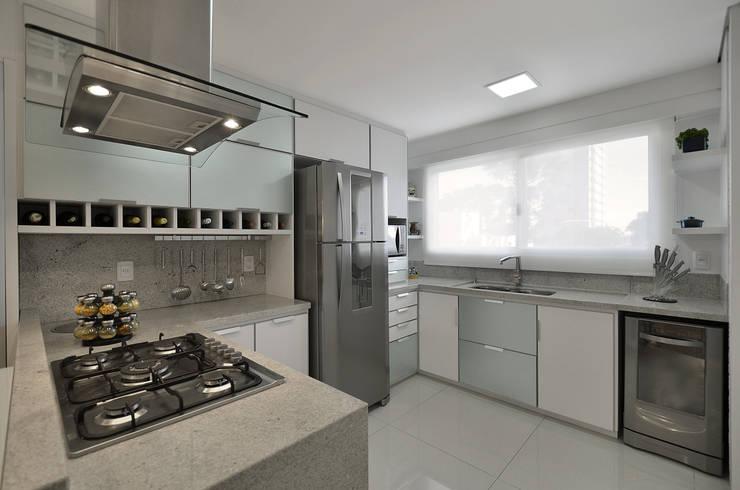 APARTAMETO - TAMARA RODRIGUEZ ARQUITETURA: Cozinhas  por Tamara Rodriguez Aquitetura,Moderno