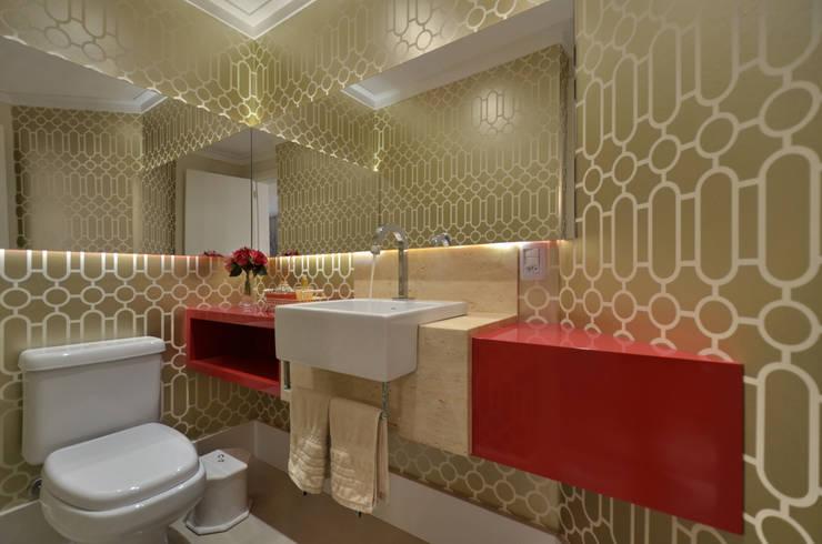 APARTAMETO - TAMARA RODRIGUEZ ARQUITETURA: Banheiros  por Tamara Rodriguez Aquitetura,Moderno
