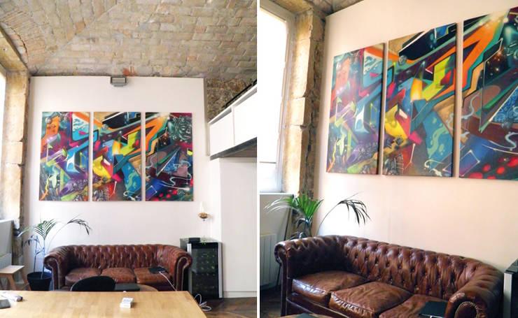 TRYPTIQUE GRAFFITI & ART PRECOLOMBIEN: Salon de style  par Popek décoration