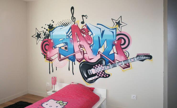 DECORATION CHAMBRE DE FILLE ROCK'N'ROLL: Chambre d'enfants de style  par Popek décoration