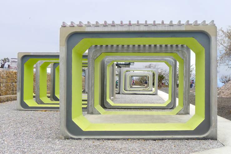 Arena Teques: Jardines de estilo  por AT103