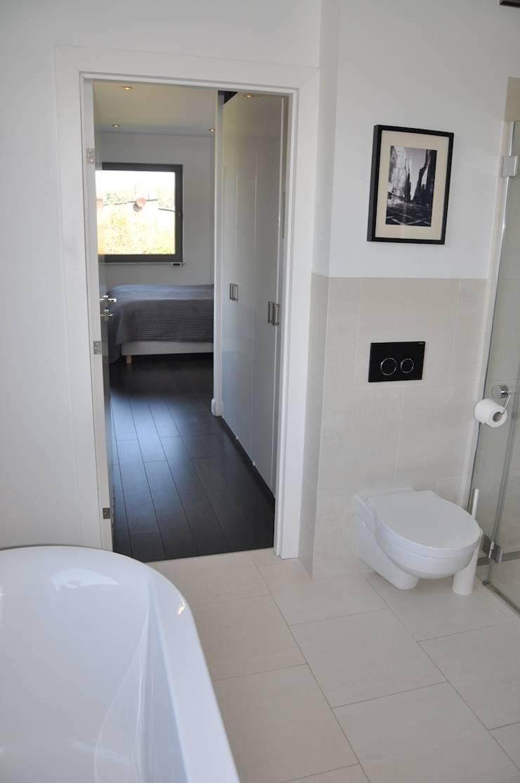 Dom O&B: styl , w kategorii Łazienka zaprojektowany przez Pracownia Projektowa Ola Fredowicz,