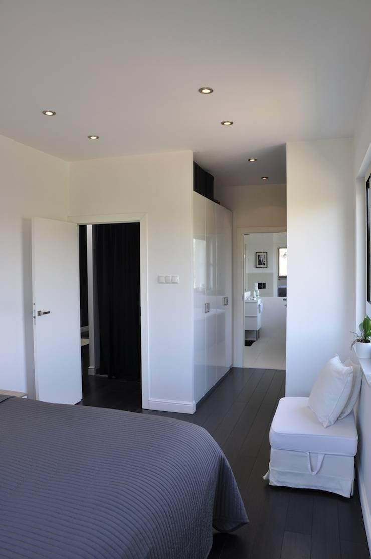 Dom O&B: styl , w kategorii Sypialnia zaprojektowany przez Pracownia Projektowa Ola Fredowicz,