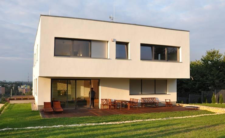 Dom D&J: styl , w kategorii Domy zaprojektowany przez Pracownia Projektowa Ola Fredowicz