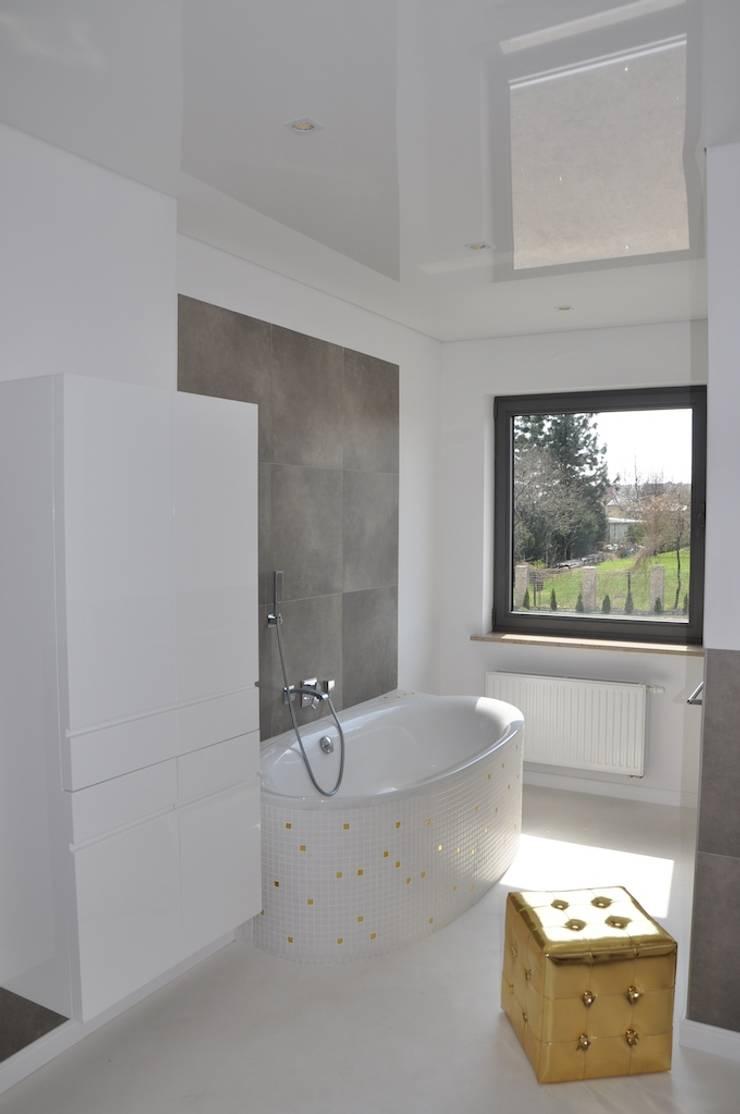 Dom D&J: styl , w kategorii Łazienka zaprojektowany przez Pracownia Projektowa Ola Fredowicz