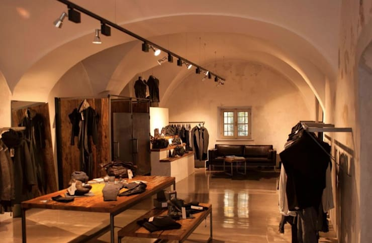 Oficinas y Tiendas de estilo  por Illuminator,