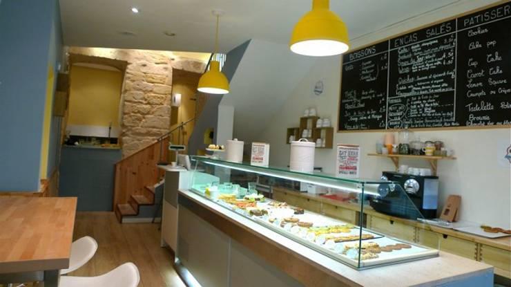 Salon de thé: Restaurants de style  par Décoralie Concept