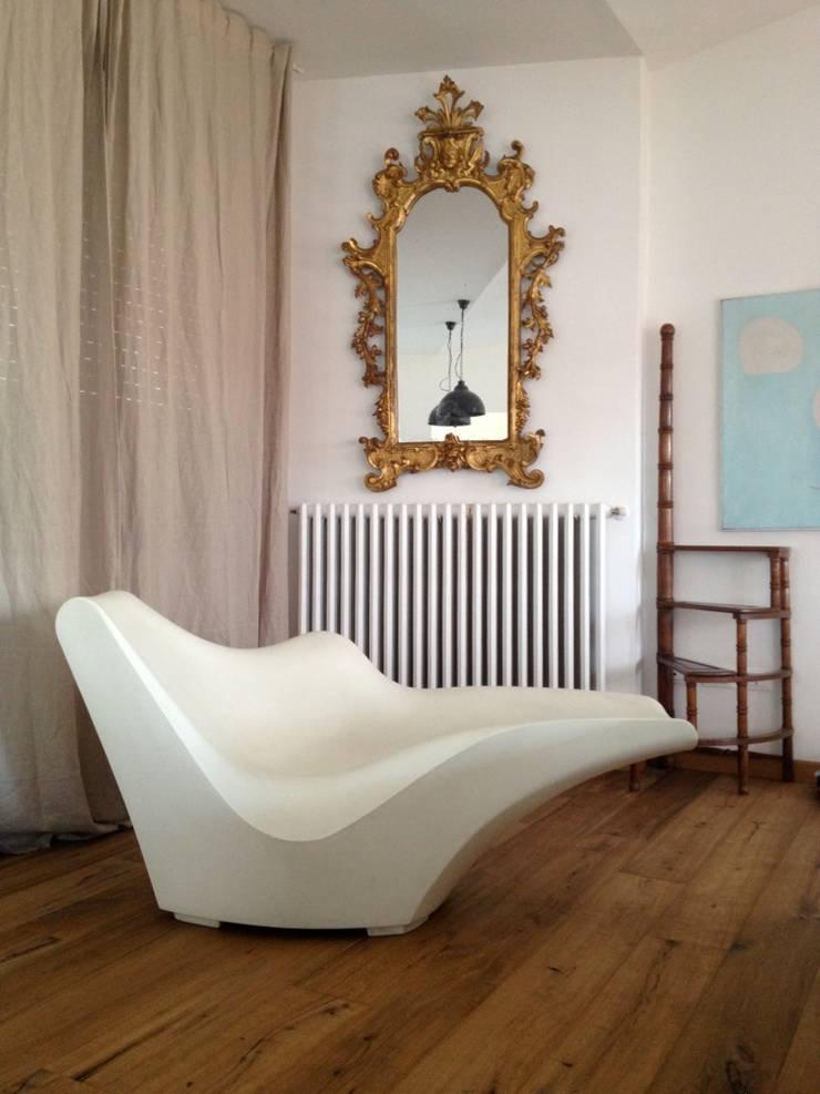First: Soggiorno in stile  di V V | architettura & Interni