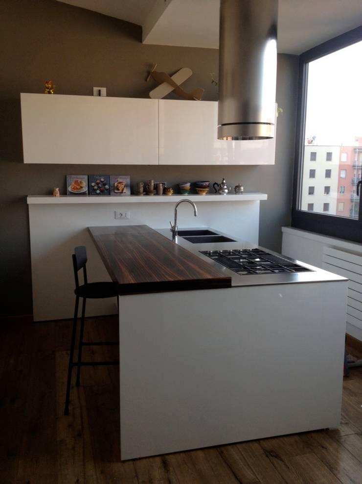First: Cucina in stile  di V V | architettura & Interni
