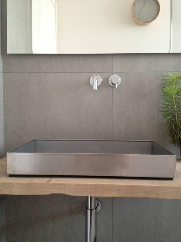 First: Bagno in stile  di V V | architettura & Interni