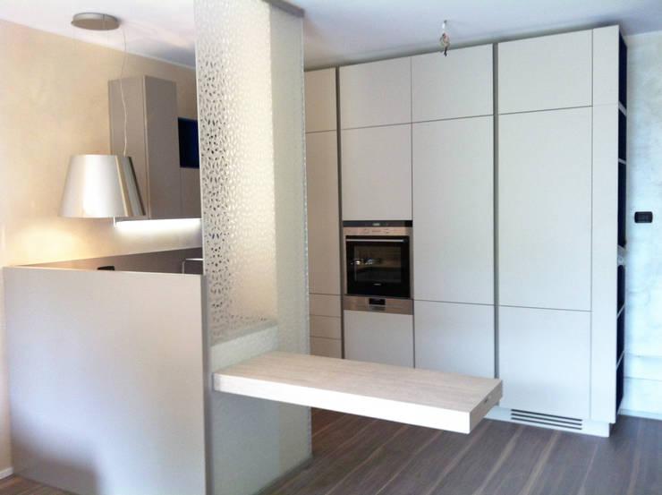 Living a Monza: Cucina in stile  di Architetto ANTONIO ZARDONI