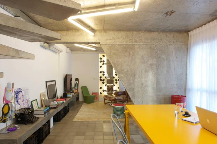 Residência Harmonia: Salas de jantar  por Mauricio Arruda Design