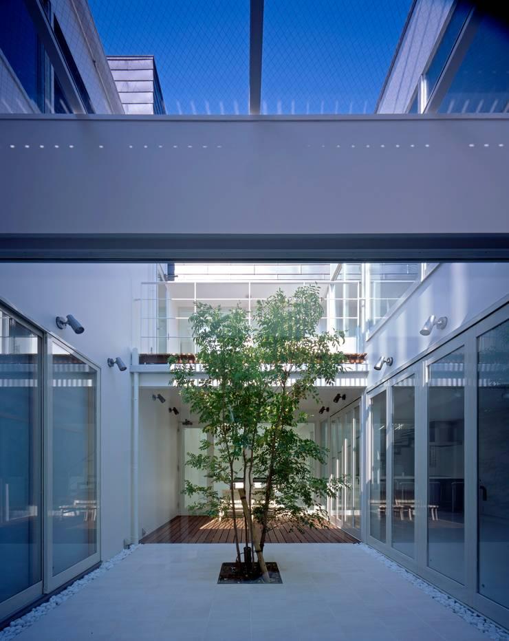 ソラトノツナガリ: ON ARCHITECTS / オン・アーキテクツが手掛けたテラス・ベランダです。