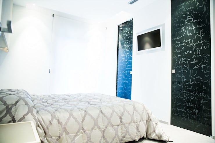 Ristrutturazione di un appartamento: Camera da letto in stile  di Geom. Stefano Feliziani