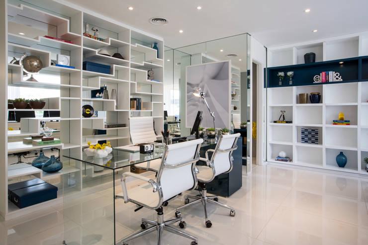 AAM_Hprizonte Vital Brasil 67m²: Escritório e loja  por Chris Silveira & Arquitetos Associados