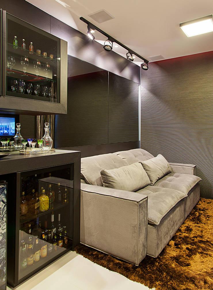 Bar: Salas de estar  por AL11 ARQUITETURA