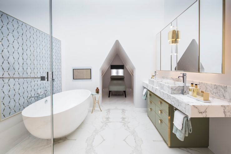 Master Bathroom:  Bathroom by Roselind Wilson Design
