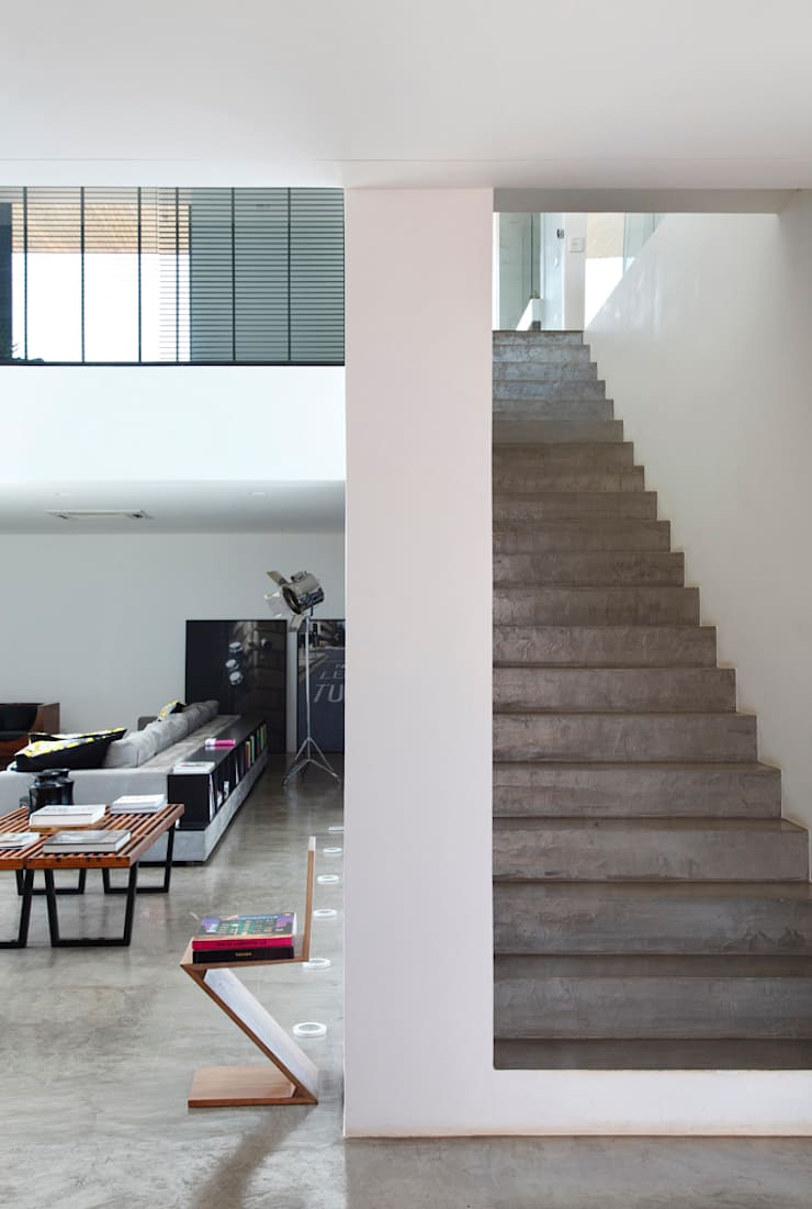 LA HOUSE : Salas de estar  por STUDIO GUILHERME TORRES