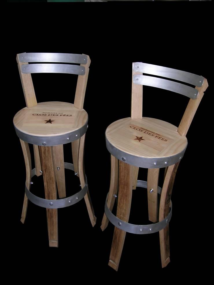 chaises hautes, en aménagement de cave à vins, cuisine, bars...: Cave à vin de style  par  Douelledereve / Eco design construction