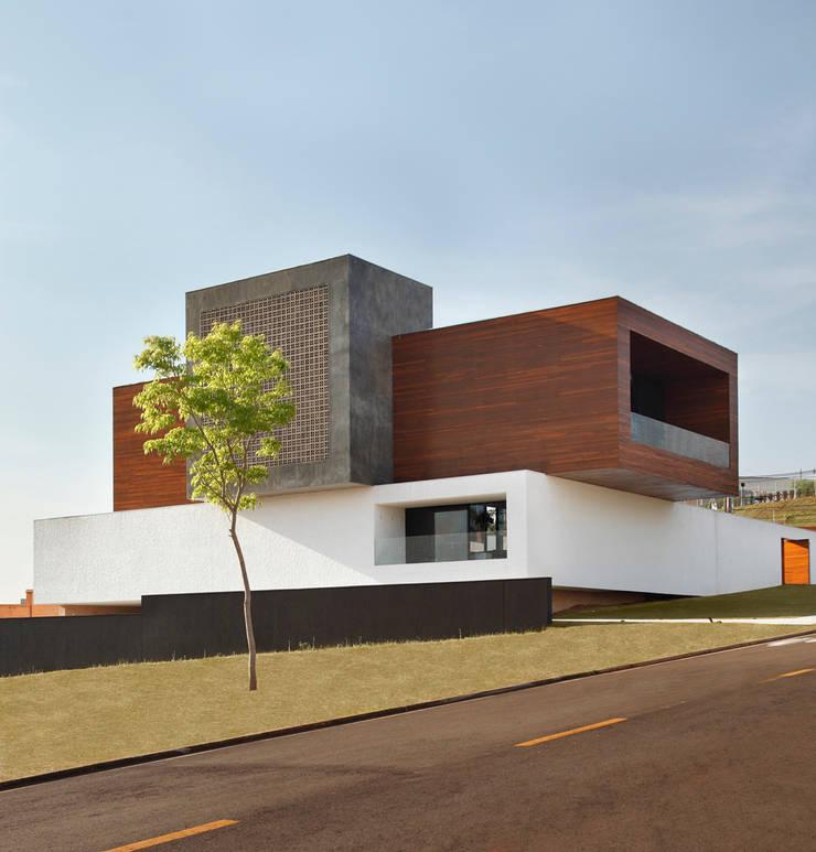 LA HOUSE :   por STUDIO GUILHERME TORRES