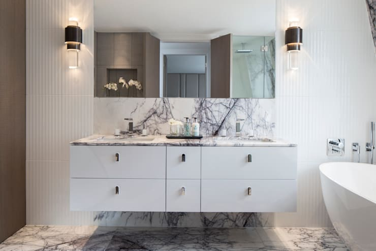 Eaton Mews North - Master Bathroom:  Bathroom by Roselind Wilson Design
