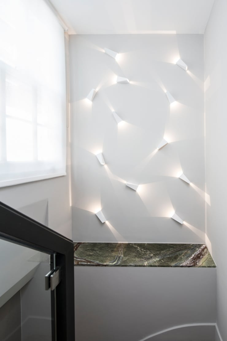 Eaton Mews North - Accent Lighting:  Corridor, hallway & stairs by Roselind Wilson Design