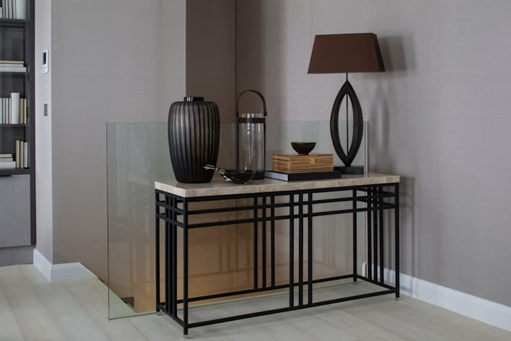 Eaton Mews North - Console Table:  Corridor & hallway by Roselind Wilson Design