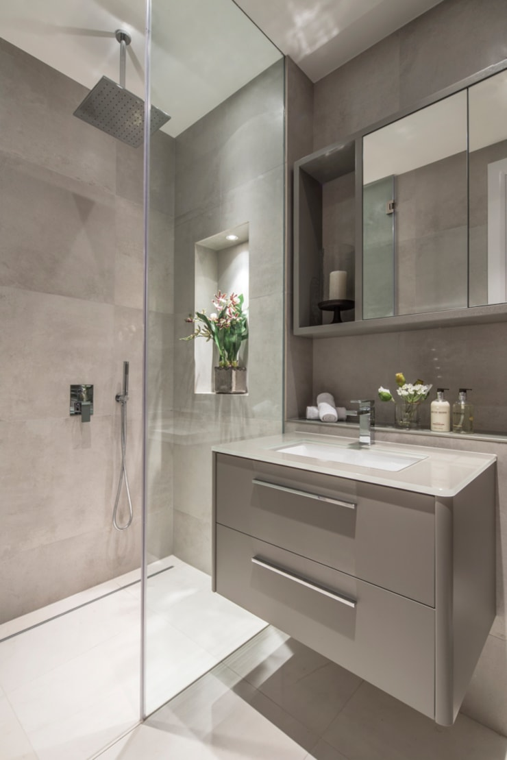 Eaton Mews North - Guest Bathroom:  Bathroom by Roselind Wilson Design