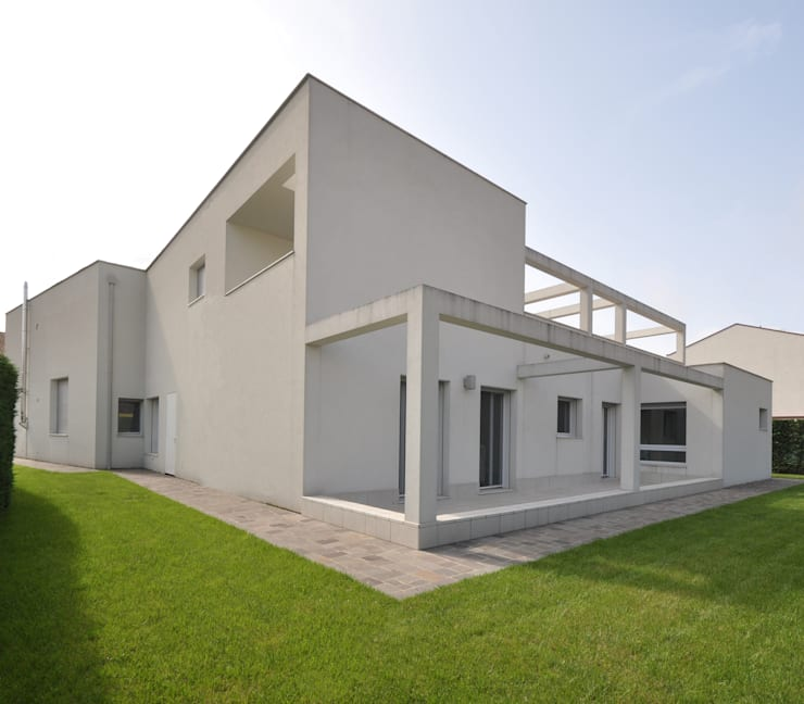 Casa a Corte:  in stile  di APA architettura