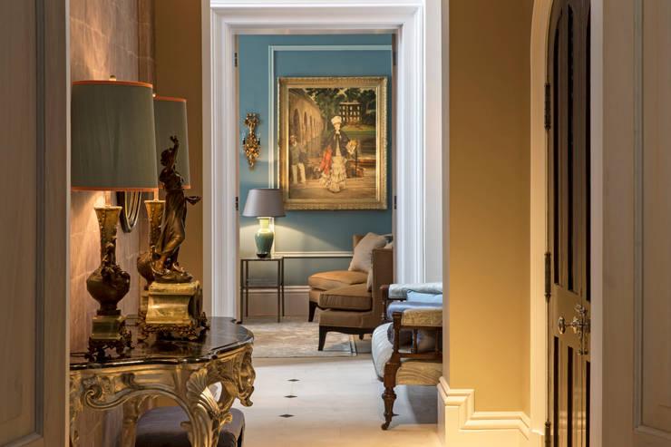 Corridor & hallway by Roselind Wilson Design