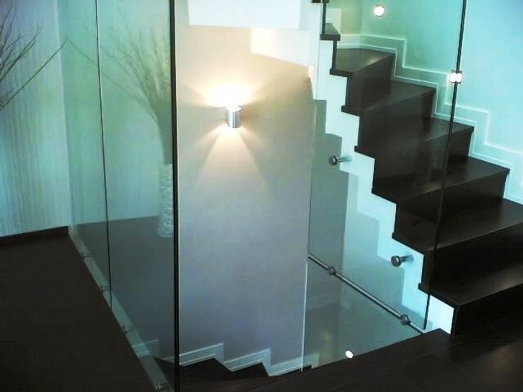 özgarip cam ltd şti – Cam Korkuluk Cam Parapet: modern tarz Koridor, Hol & Merdivenler