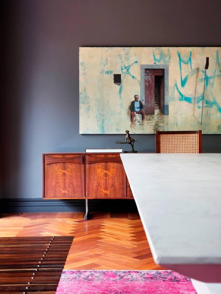 GW HOUSE : Salas de jantar  por STUDIO GUILHERME TORRES
