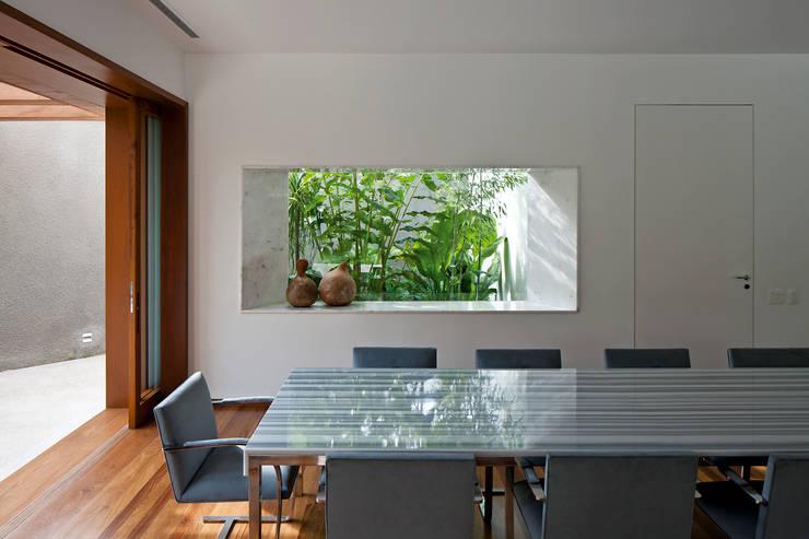 غرفة المعيشة تنفيذ Pascali Semerdjian Arquitetos