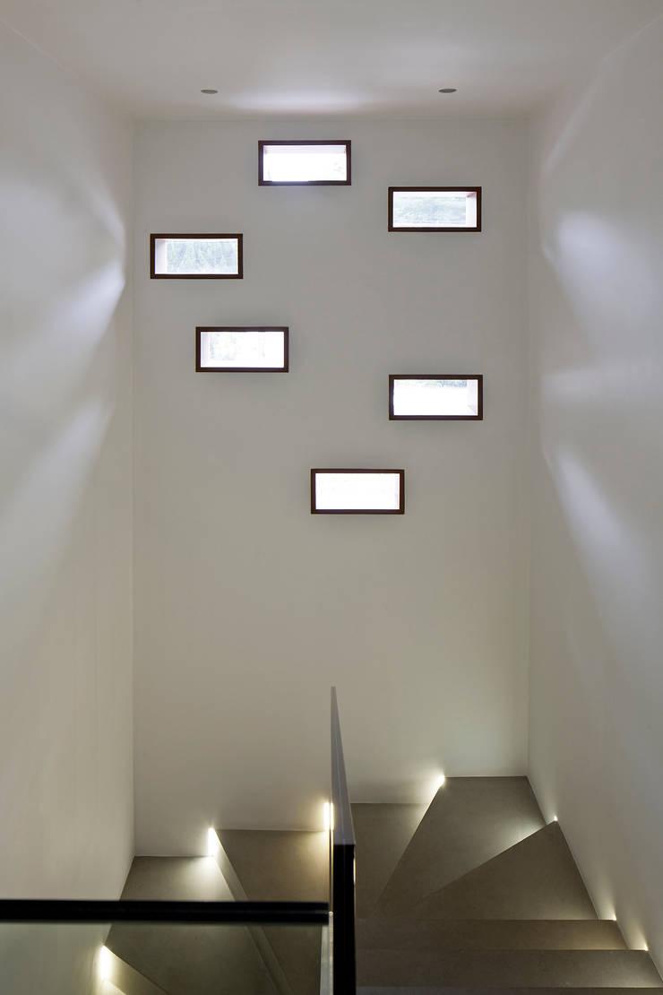 Projekty,  Okna zaprojektowane przez Pascali Semerdjian Arquitetos, Nowoczesny