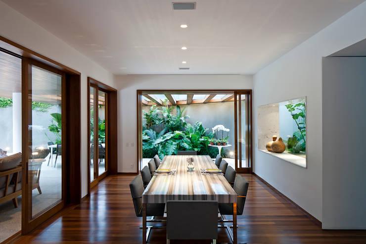 Projekty,  Jadalnia zaprojektowane przez Pascali Semerdjian Arquitetos, Nowoczesny