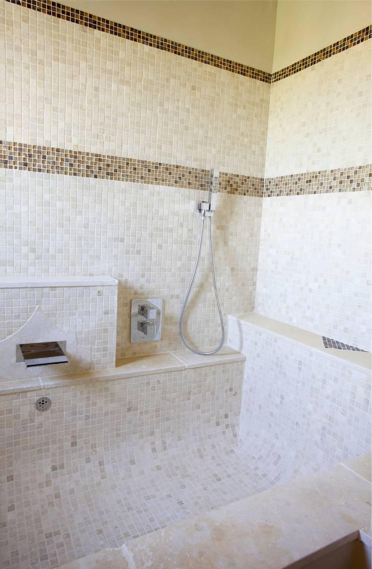 salle de bain:  de style  par ateliers poivre d'ane
