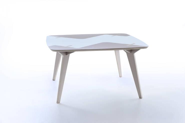 Tavolo Lambro: Sala da pranzo in stile  di Andrea Casati Design