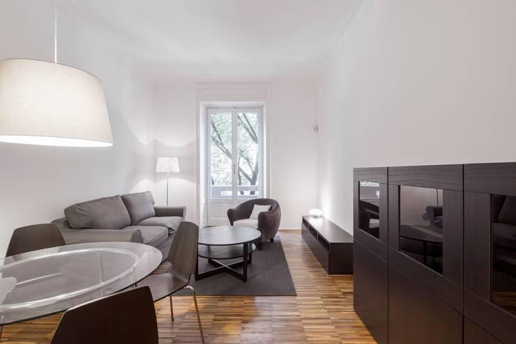 Private apartment _ LPC: Soggiorno in stile  di cristianavannini | arc