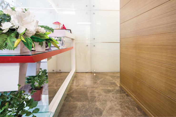 Fabbrica Mobilya – HAŞEMOĞLU İNŞAAT:  tarz Ofis Alanları