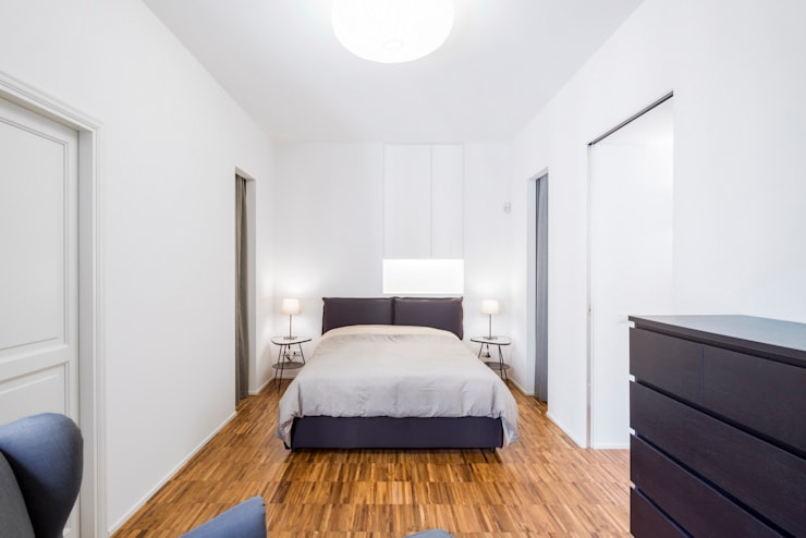Private apartment _ LPC: Camera da letto in stile in stile Moderno di cristianavannini | arc